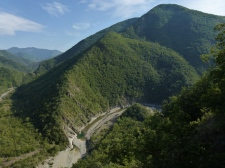Il fiume ed i monti circostanti